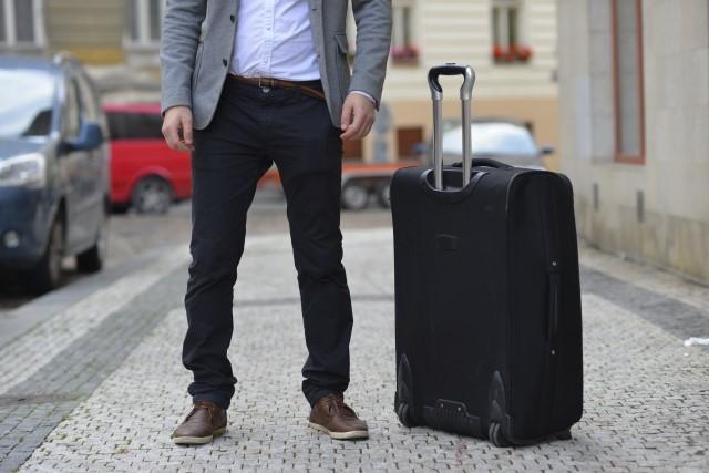 自己破産における移動の制限とは?|引越し、出張、旅行の注意点