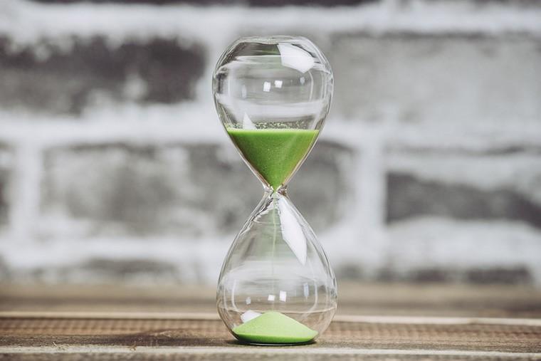 自己破産で借金を無くすまで|手続開始から完了までに必要な期間は?